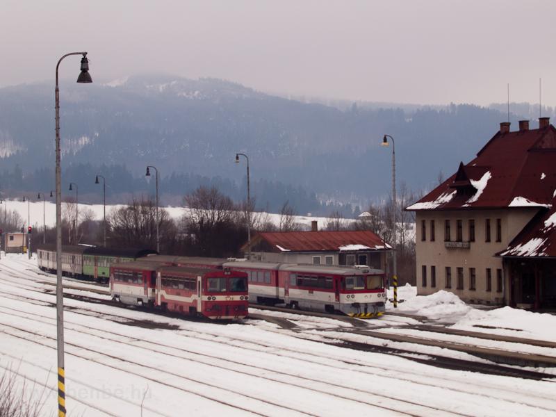 A 812 033-4 és a 813 035-3 Felsőstubnya állomáson fotó