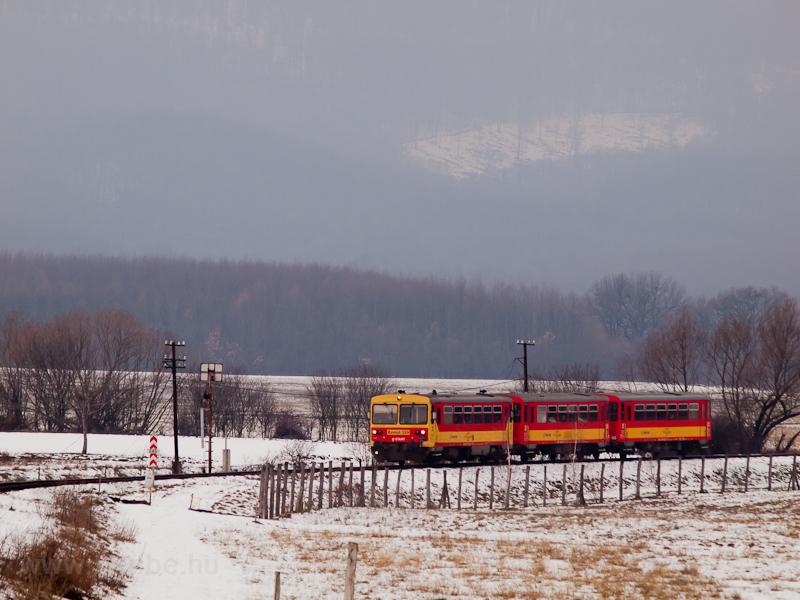 The Bzmot 329 between Diósjenő and Nógrád, by the distant signal of Nógrád stop and siding photo