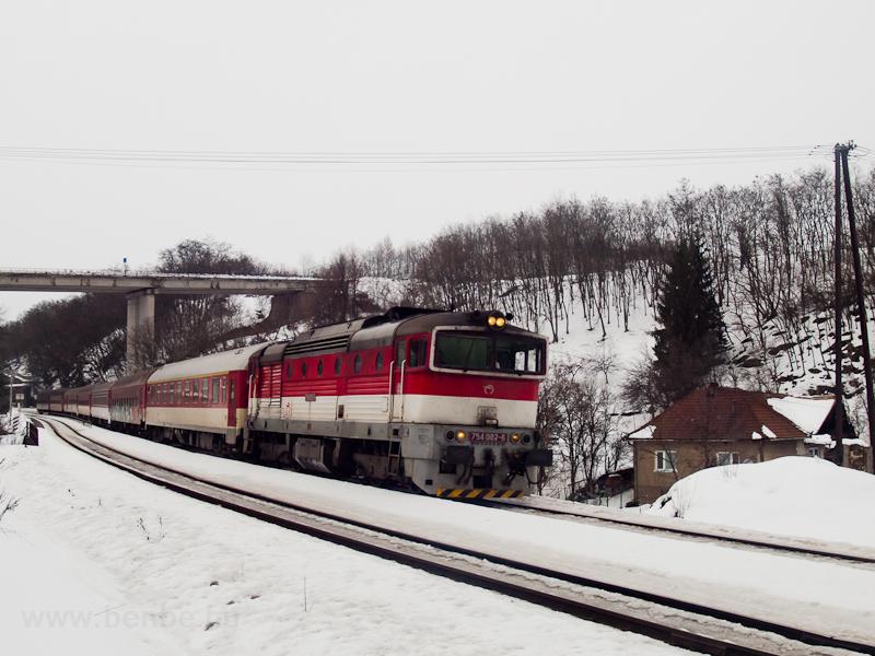 A ŽSSK 754 082-6 a Sitno gyorsvonattal Podkriváò megállóhelyen fotó