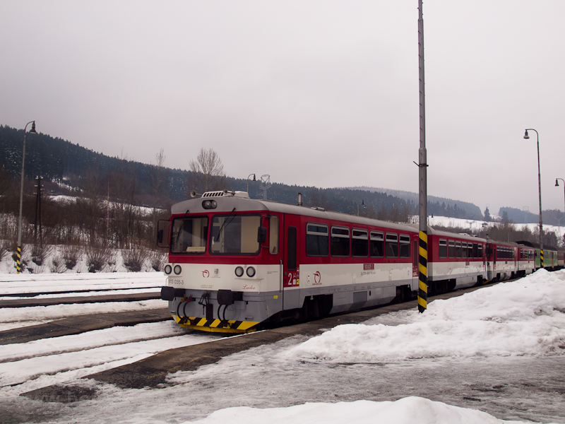 A 813 035-3 pályaszámú Csuklósbézé Felsőstubnya állomáson fotó
