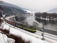 A ŽSSKC 131 037-4 pályaszámú egyenáramú, kétszekciós tehervonati villanymozdony Kralován és Sutó között