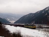 A ŽSSKC 131 022-0 tehervonattal Sutó és Kerpelény között