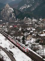 Kétáramrendszerű emeletes motorvonat Kassa-Zsolna (Žilina, Szlovákia) személyvonattal Sztrecsényben