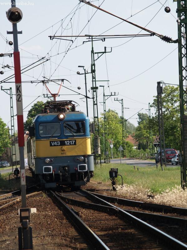 V43 1217 Kiskunmajsa nagyvasúti állomáson fotó