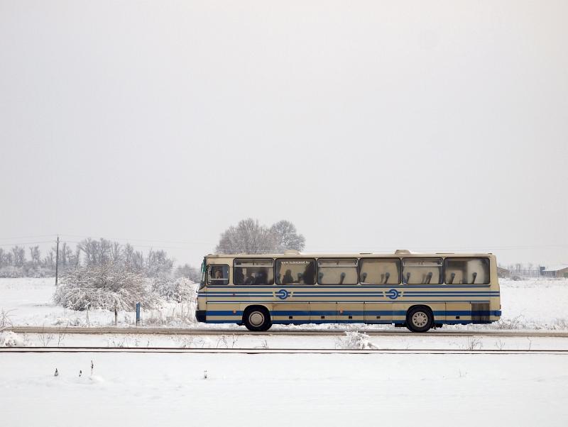MÁV vonatpótló autóbusz a 103-as Karcag-Tiszafüred vasútvonal mentén fotó
