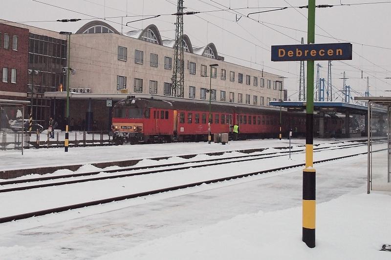 A Btx 016 pályaszámú MDmot motorvonati vezérlőkocsi Debrecen állomáson fotó