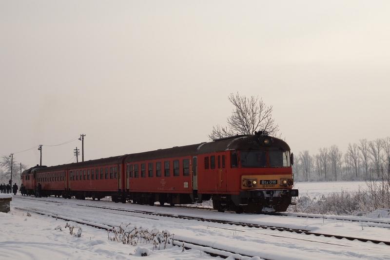 Az MDmot 3003-Btx 016 motorvonat Kunmadaras állomáson fotó
