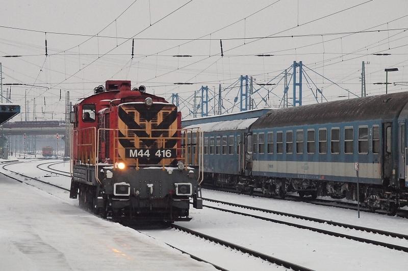Az M44 416 pályaszámú Bobo tolat Debrecenben fotó