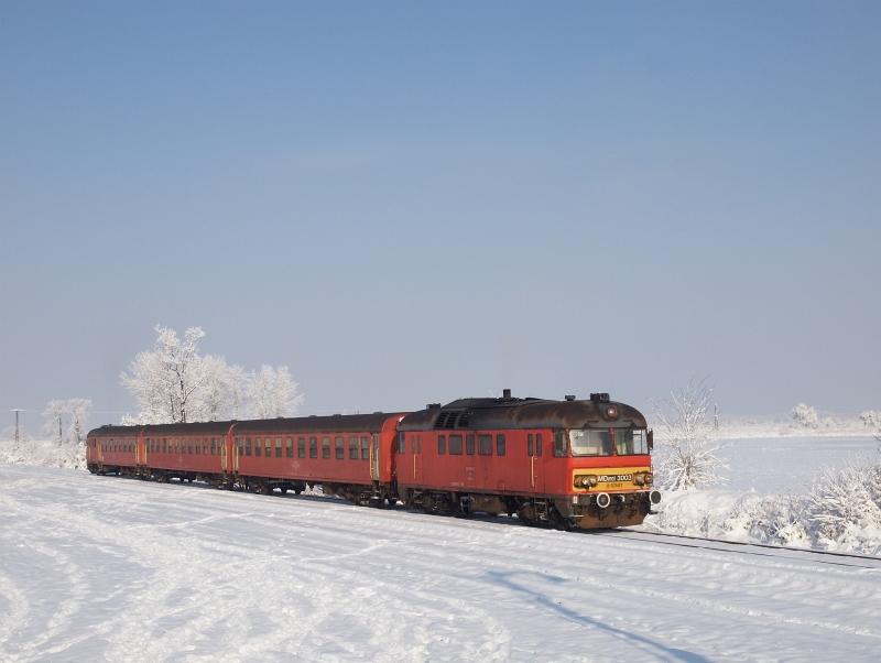 Az MDmot 3003-Btx 016 motorvonat Tiszaszentimre állomáson fotó