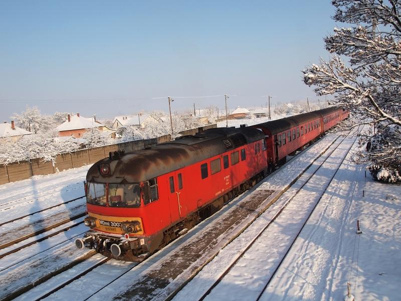 The MDmot 3003-Btx 016 trainset at Tiszafüred station photo