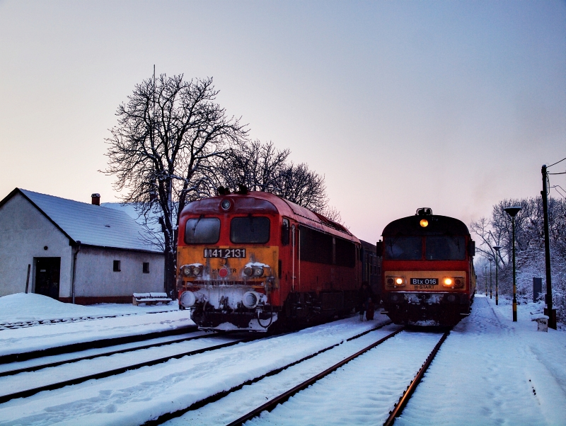 M41 2131 és Btx 016 Hortobágy állomáson fotó