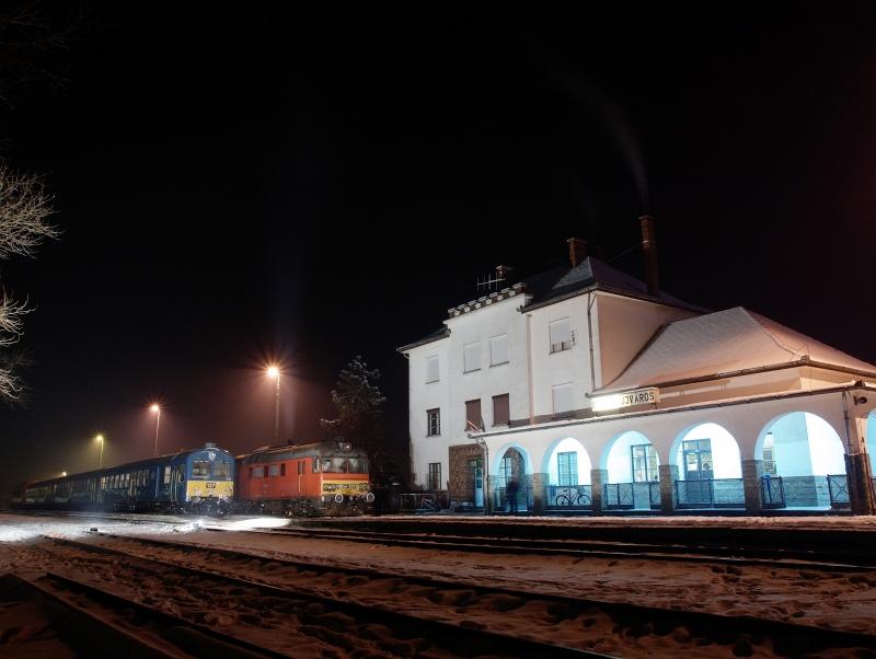 Az MDmot 3003-Btx 016 motorvonat és a BDt 137 vezérlőkocsi Balmazújváros állomáson fotó