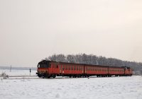 The MDmot 3003-Btx 016 trainset between Kunmadaras and Berekf�rdő