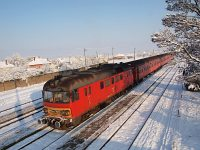 The MDmot 3003-Btx 016 trainset at Tiszaf�red station