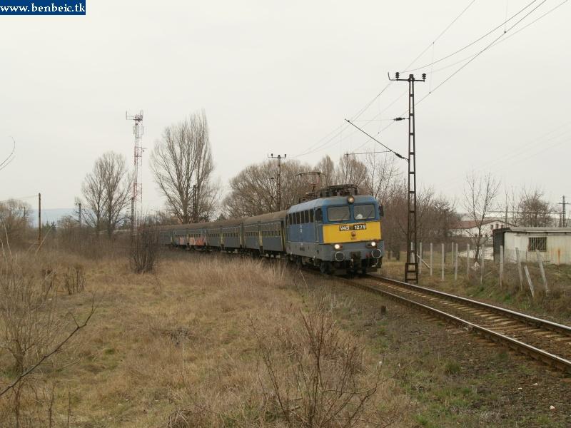 V43 1279 érkezik a következõ személyvonattal Környére fotó