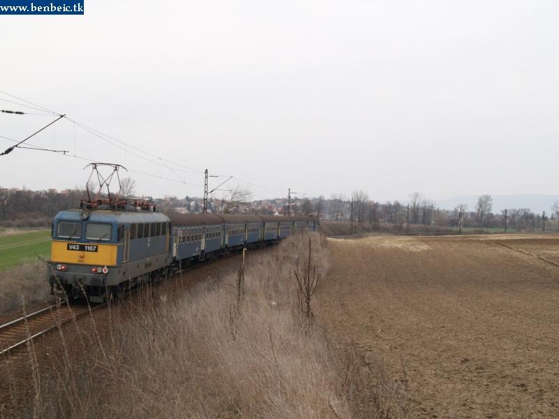 V43 1167 Környére érkezik Oroszlány felõl fotó