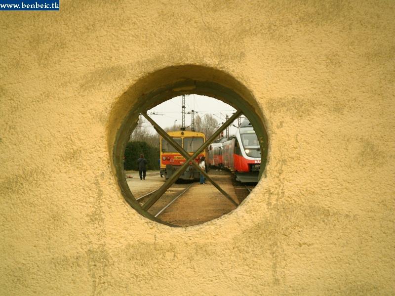 5342 001-4 érkezik Környe állomásra fotó