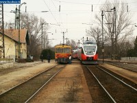 The Bzmot 277 and the Talent EMU headed by 5342 003 meeting at Környe station