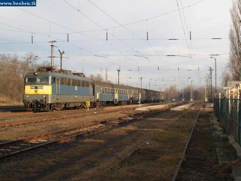 V43 1332 Oroszlányban fotó