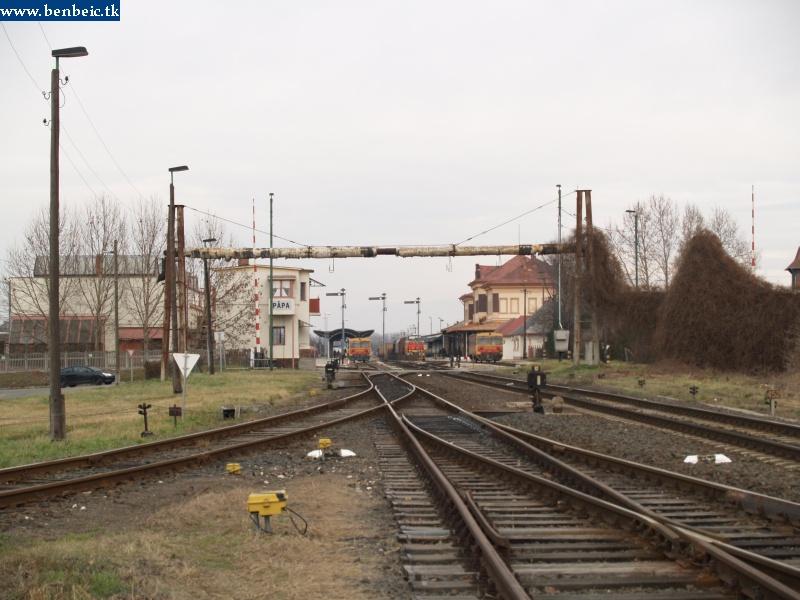 Vonatok Pápa állomáson fotó
