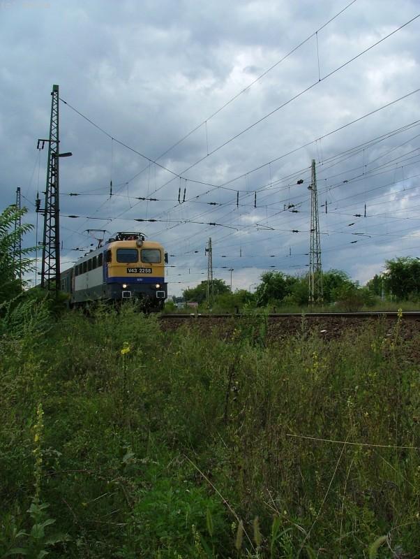 V43 2258 Városligeti elágazásnál fotó