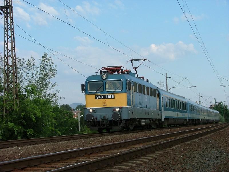 V43 1165 a Körvasúton, a Baross Gábor InterCityRapiddal fotó