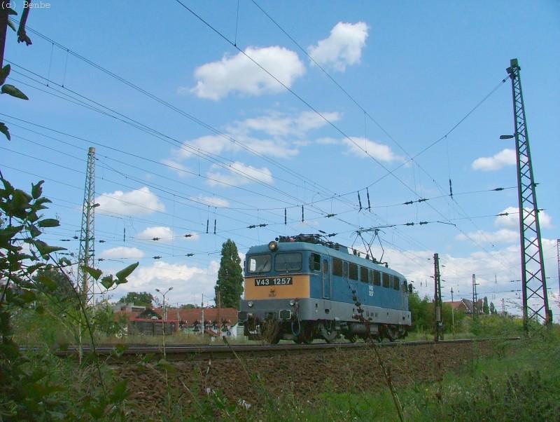 V43 1257 Városligeti elágazásnál fotó