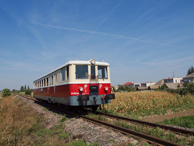 A ŽSR M262 004 Vágfarkasd és Negyed között fotó