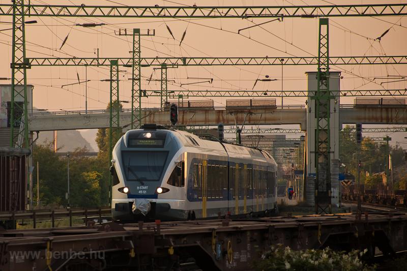 A MÁV-START 415 121 Soroksári út állomáson fotó
