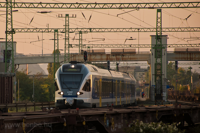 The MÁV-START 415 121 seen  photo