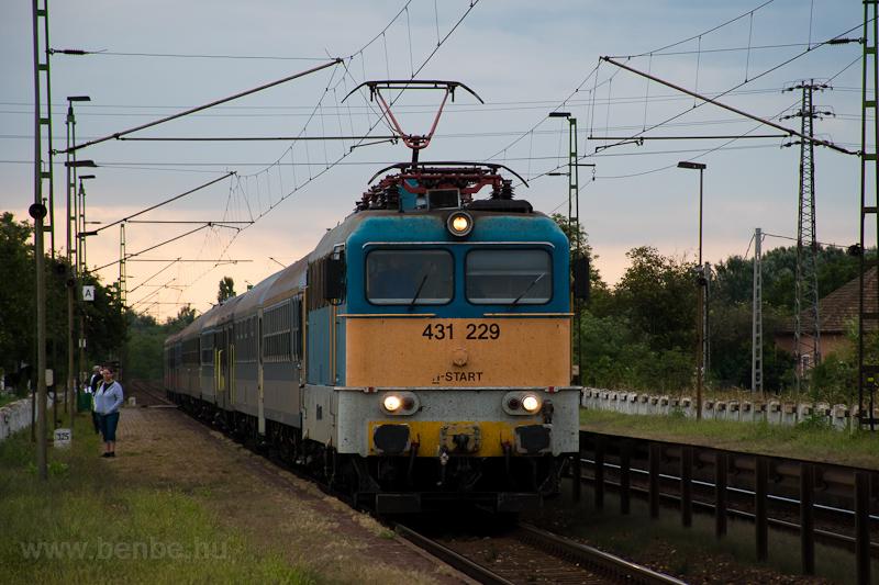 The MÁV-START 431 229 seen  photo