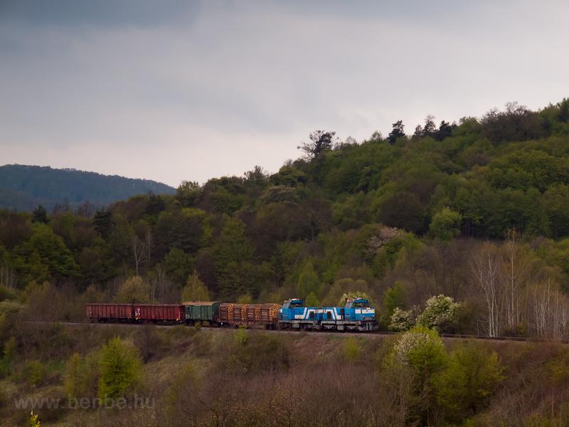 A ŽSSKC 736 008-4 a Felsőstubnya-Zólyom tolatós tehervonattal Ókörmöcske és Trnavá Hora (Bezeréte) között fotó