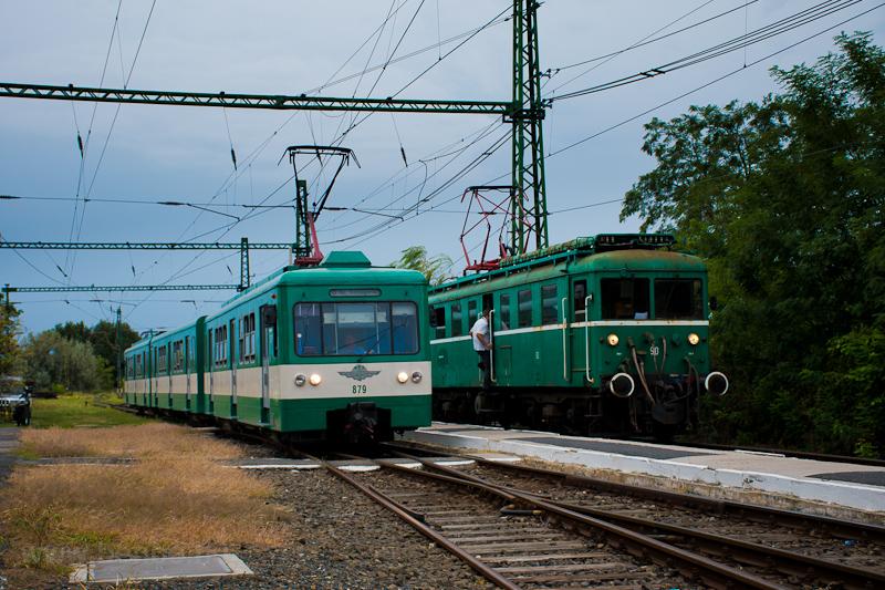 A MÁV-HÉV LVII 90 és az MX 879 Szigetcsép állomáson fotó