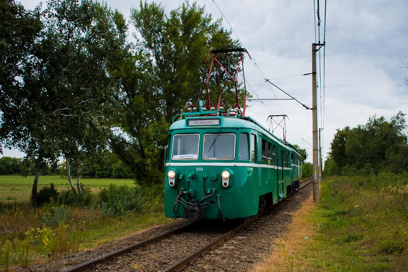 The MÁV-HÉV MVIII 251 seen  picture