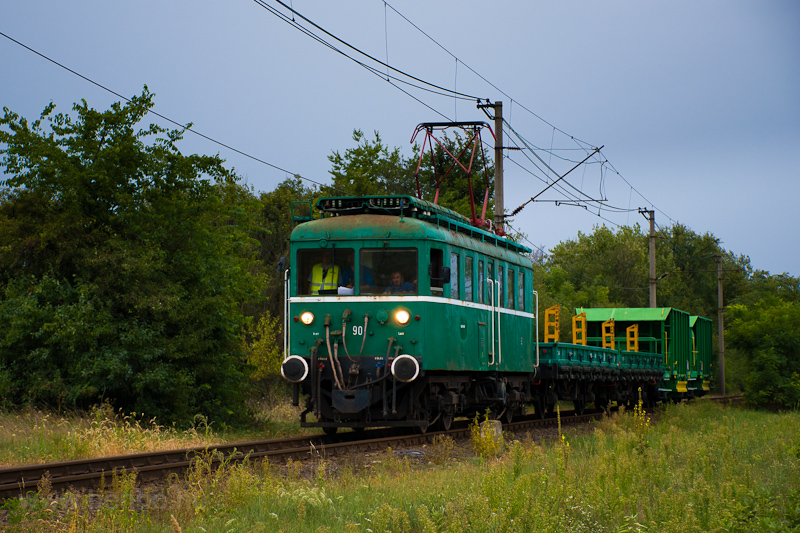 The MÁV-HÉV LVII 90 seen between Szigetmajor and Tököl photo