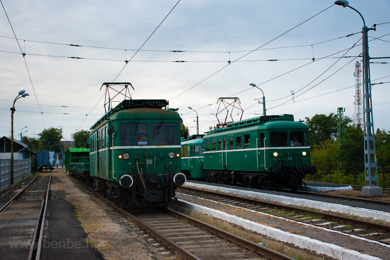 The MÁV-HÉV LVII 90 and LVI picture