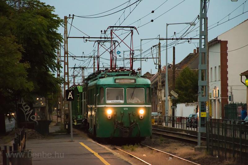 The MÁV-HÉV MVIII 251 seen  photo