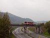 A ŽSSK 812 033-3 Kozelník és Garamberzence között az R1-R2 gyorsforgalmi út fölött