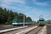 A MÁV-HÉV LVII 90 pályaszámú  Tigris  mozdony és az MX 880 pályaszámú motorvonat Pesterzsébet felső állomáson