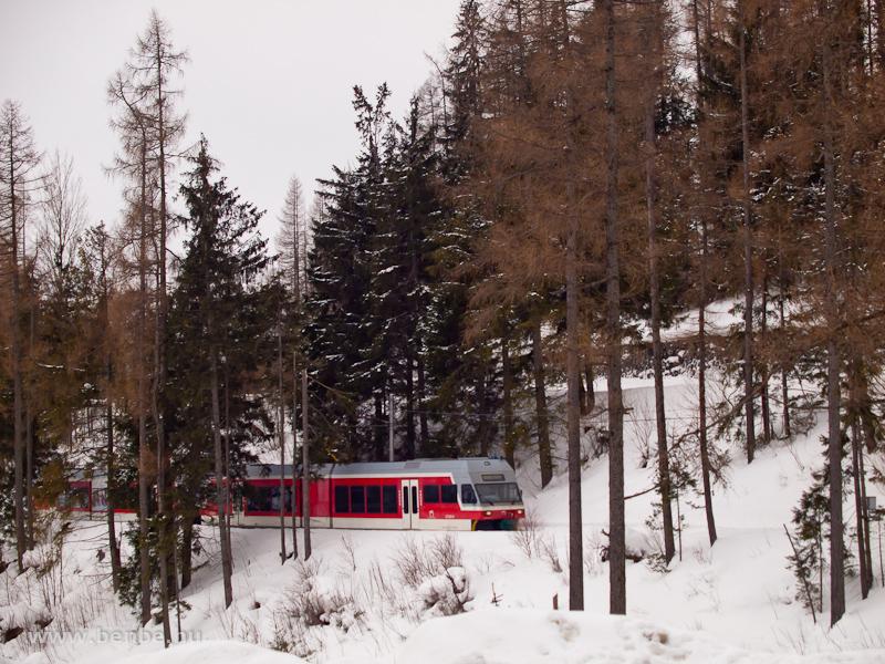 A ZSSK 425 962-8 pályaszámú Stadler/ZOS GTW 2/6-osa a Magas-Tátrában, Felsőhági közelében (Vysné Hágy, Szlovákia) fotó