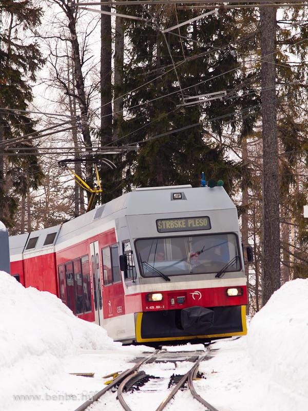 A ZSSK 425 955-2 pályaszámú Stadler/ZOS GTW 2/6-osa a Magas-Tátrában, Felsőhági állomáson (Vysné Hágy, Szlovákia) fotó