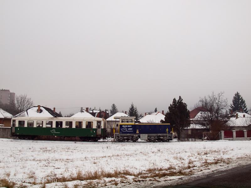 Elindul a hibrid Mk48 2021 rövid személyvonatával a Dorottya utcából Lillafüreden át Garadnára fotó