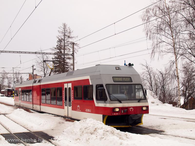 A 425 955-2 pályaszámú GTW a Tátrai Villamos Ótátrafüred állomásán (Stary Smokovec, Szlovákia) fotó