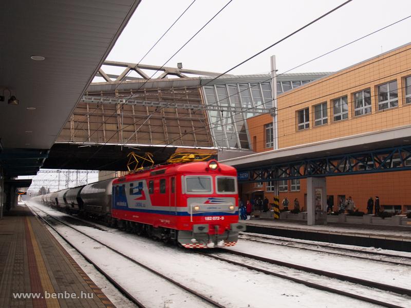 A Lokorail 182 072-9 pályaszámú  Sestikolak  villanymozdonya gabonavonattal Poprad-Tatry állomáson fotó