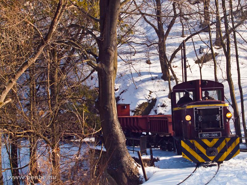 A LÁEV D02-508 egy tehervonattal vágtat be a havas Lillafüred állomásra fotó