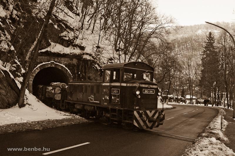 A LÁEV D02-508-as, Mk48 sorozatú dízelmozdonya tehervonattal a Lillafüredi II. alagútban fotó