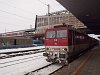 A ZSSK 163 051-6 p�lyasz�m� Pershing egy szem�lyvonattal Poprad-Tatry �llom�son