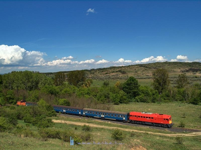 The M62 224 on the closed Bicske-Székesfehérvár line near the Pákozd quad track photo