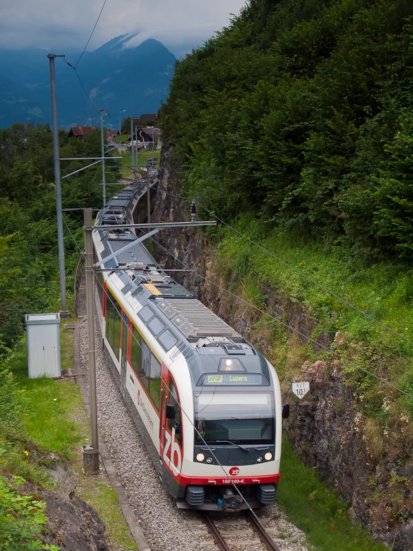 A Zentralbahn ABReh 150 103-6 pályaszámú Adler távolsági motorvonata Niederried és Oberried között fotó