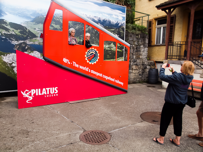 Pilatusbahn - a világ legmeredekebb fogaskerekűje; fotózódíszlet fotó